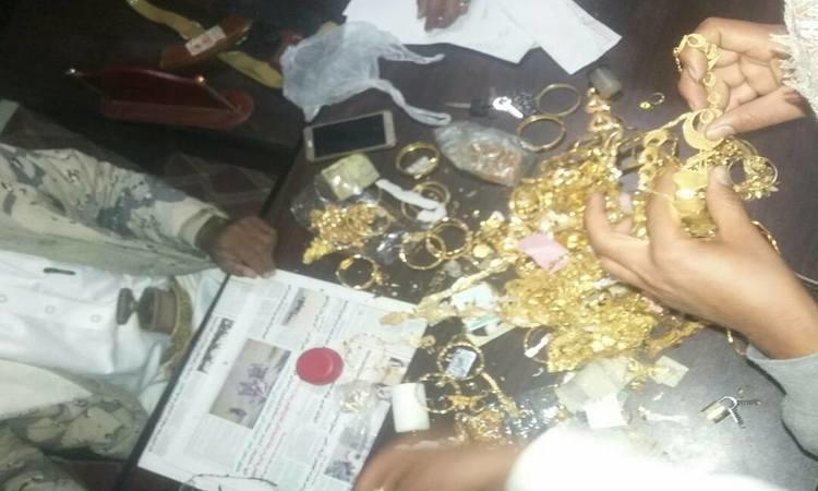 الأجهزة الأمنية في مأرب تلقي القبض على عصابة سرقات بينها ذهب.. صور