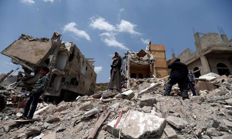 الحكومة: إقرار آلية صرف المساعدات للمتضررين من عمليات التحالف في اليمن
