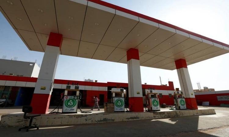 أزمة بنزين في صنعاء بعد الغاز.. والحوثيون يطمنون: المتشقات متوفرة