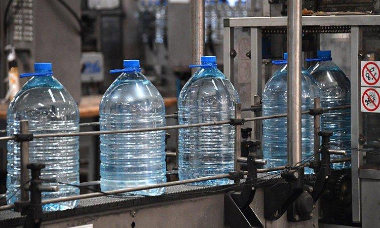 دراسة أمريكية تحذر من إعادة استخدام قوارير المياه البلاستيكية