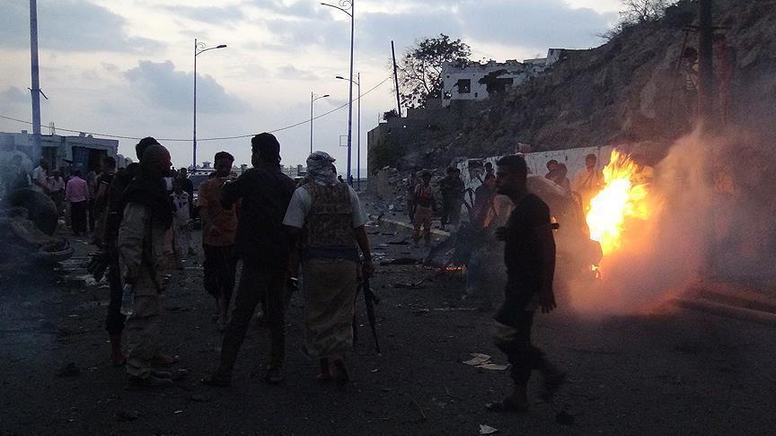إصابة ثلاثة جنود جراء تفجير انتحاري بسيارة مفخخة في شبوة