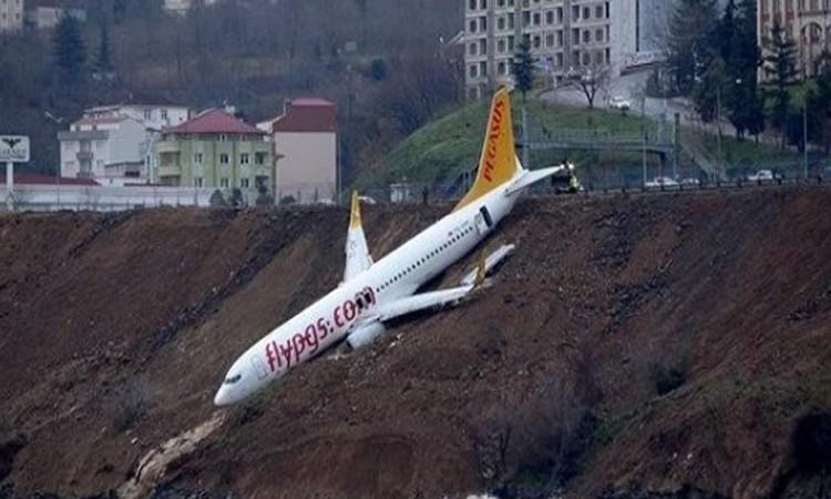 تركيا: انزلاق طائرة ركاب باتجاه البحر الأسود.. فيديو