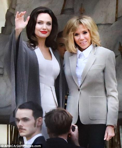الممثلة الأمريكية أنجلينا جولي تتألق في قصر الإليزيه برفقة بريجيت ماكرون..صور