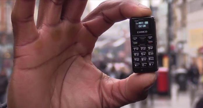 تعرف على أصغر هاتف محمول في العالم