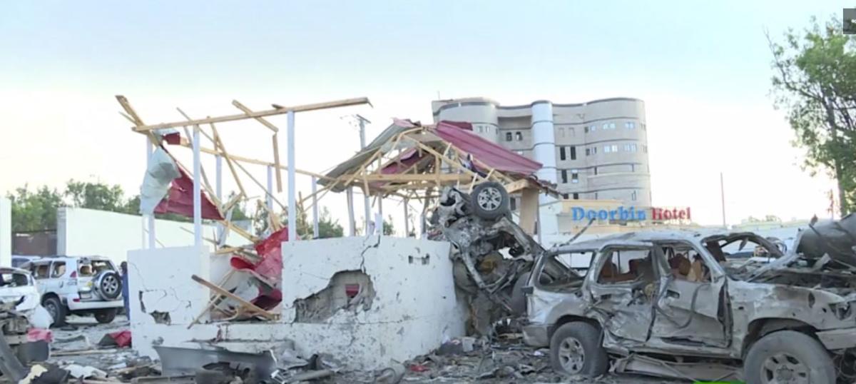 مقدشيو: ضحايا تفجير سيارتين مفخختين يرتفع إلى 45 قتيلاً