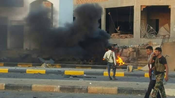 قتلى وجرحى بتفجير مفخختين استهدفتا معسكر مكافحة الإرهاب في عدن.. صور