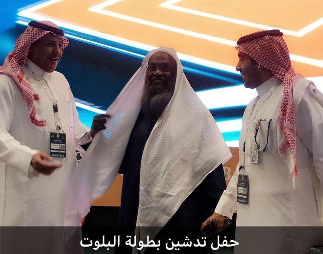 بالفيديو.. الداعية السعودي الكلباني يخطف الأضواء في بطولة البلوت