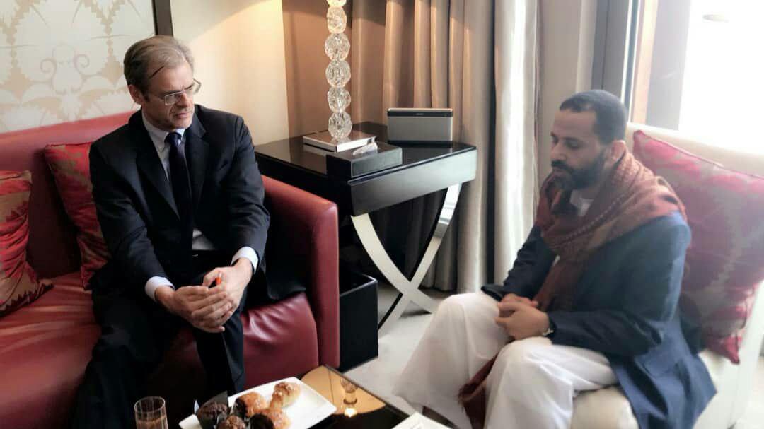 حميد الاحمر يبحث مع سفيري بريطانيا وفرنسا مستجدات الأوضاع في اليمن
