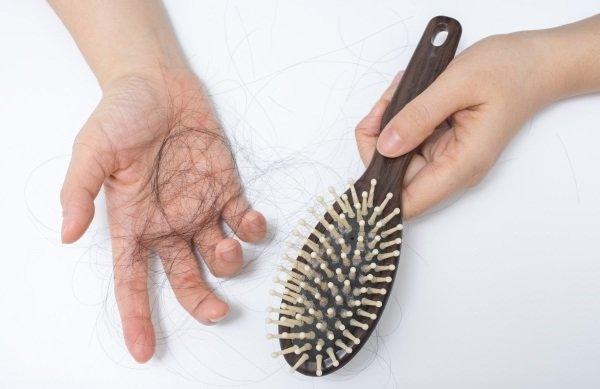 بالفيديو.. إليك 3 حلول طبيعية فعّالة لمشكلة تساقط الشعر