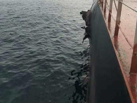 انفجار في سفينة تركيبة محملة بالقمح في الحديدة وتحويلها إلى جازان