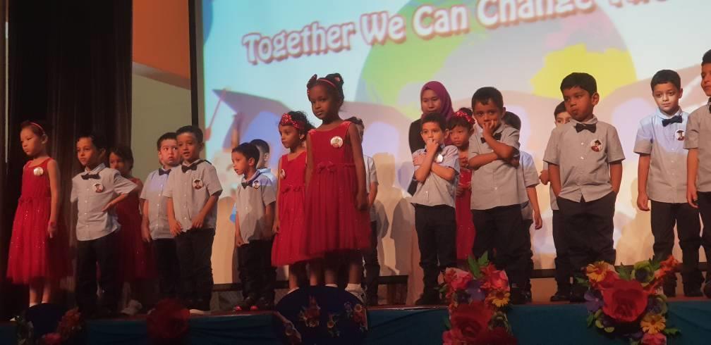 مدرسة إيماس بماليزيا تحتفي بتخرج طلاب أغلبهم يمنيون