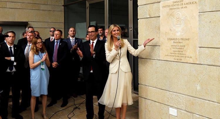 شاهد فيديو وصور.. لحظة إزاحة إيفانكا ترامب الستار عن سفارة واشنطن في القدس