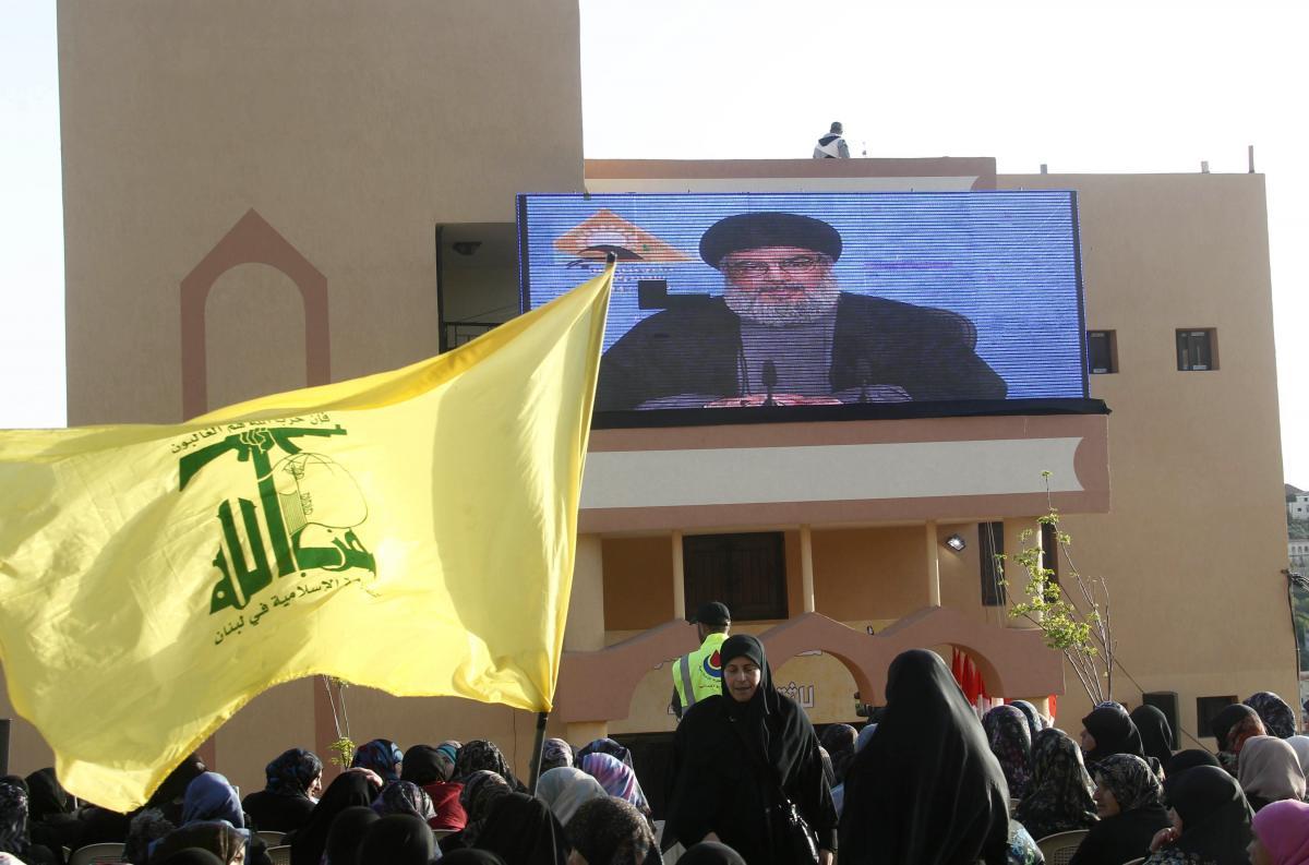 السعودية ودول أخرى تفرض عقوبات على قيادات حزب الله اللبناني.. أسماء