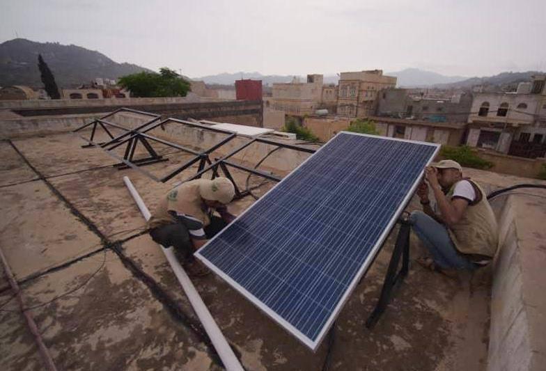 تركيب منظومات طاقة شمسية في 11 مركزاً صحياً بثلاث محافظات يمنية