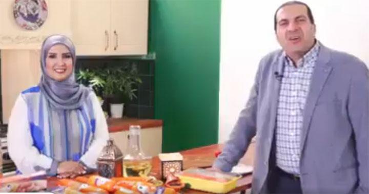 عمرو خالد يثير تعليقات بعد إعلان الدجاج.. ماذا قال رواد التواصل؟ فيديو