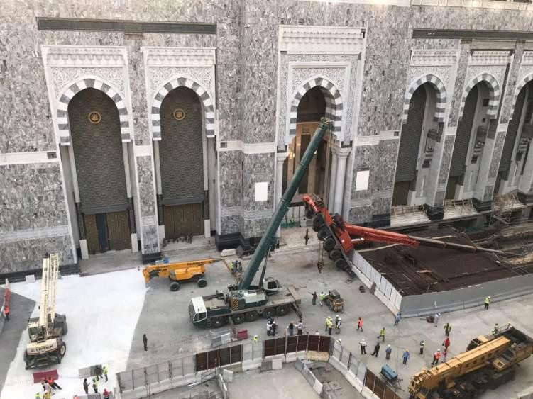 إمارة مكة تعلن سقوط ذراع رافعة في المسجد الحرام.. صور