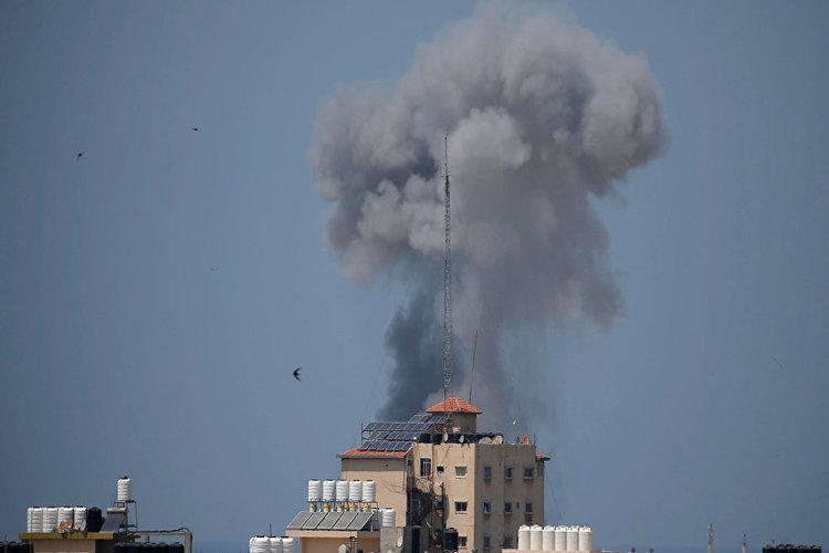 غارات إسرائيلية على غزة وسط تصاعد مستمر للأزمة
