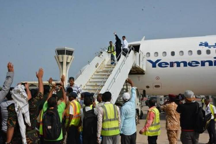 وزير الداخلية الميسري يغادر عدن إلى الإمارات.. صور