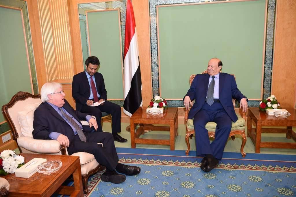 الرئيس هادي بلقاء غريفيث: الحوثيون وإيران وراء استهداف مطار عدن