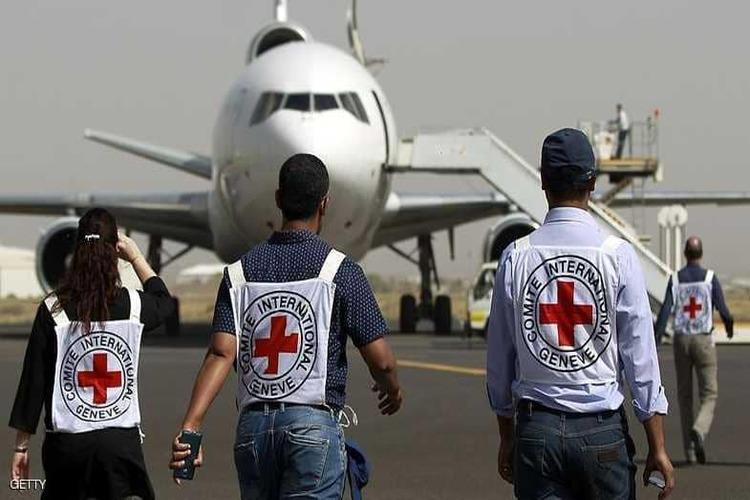 الصليب الأحمر في اليمن يوضح ملابسات تغيير مسار طائرة اعترضها التحالف