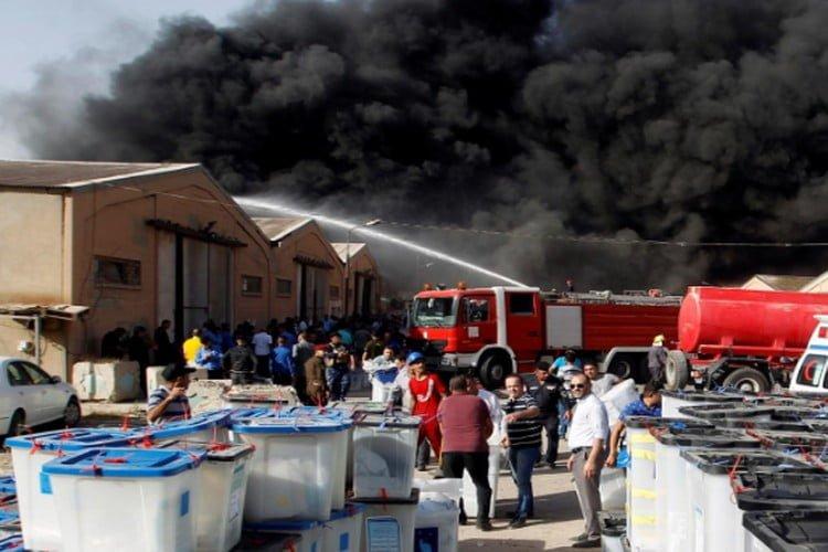 العراق: حريق بموقع لتخزين صناديق الاقتراع في بغداد.. والجبوري يدعو لإعادة الانتخابات