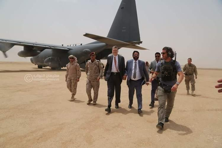 السفير الأمريكي لدى اليمن يزور مأرب ويلتقي المحافظ العرادة