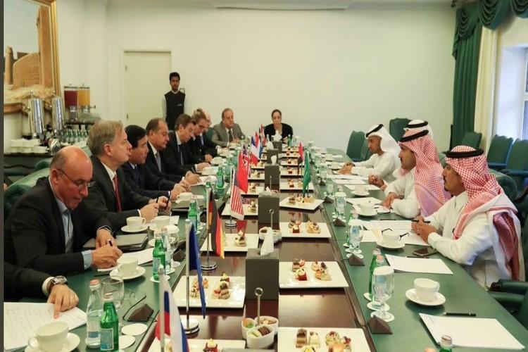 آل جابر بلقاء سفراء الخمس في الرياض: ميناء الحديدة لا يزال مفتوحاً