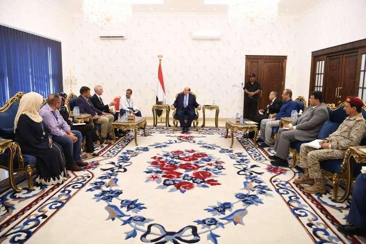 هادي يستقبل مسؤولين من بعثة الأمم المتحدة في اليمن قبل زيارة غريفيث المرتقبة