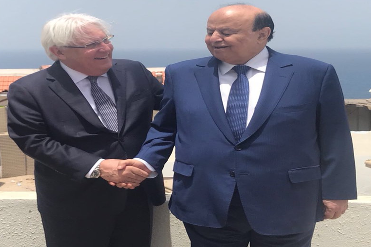 الرئيس عبدربه منصور هادي مع المبعوث الأممي إلى اليمن مارتن غريفيث.