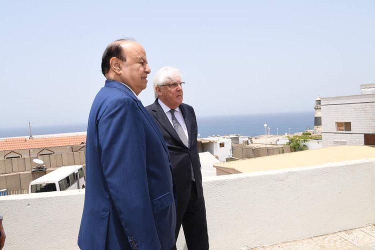 الرئيس هادي مع المبعوث الأممي إلى اليمن مارتن غريفيث في عدن