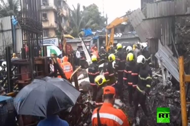 الهند: 5 قتلى جراء سقوط طائرة على حي مأهول في مومباي.. فيديو