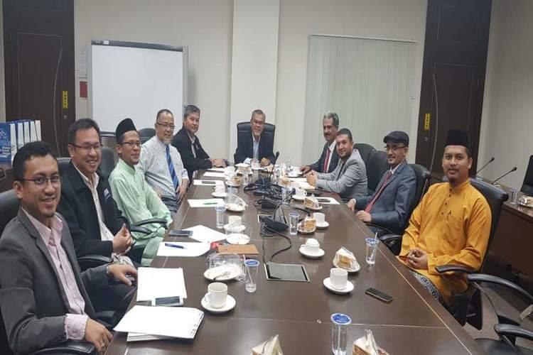 رئيس جامعة تعز يناقش مع جامعة ملاكا التقنية الماليزية شراكة تعليمية