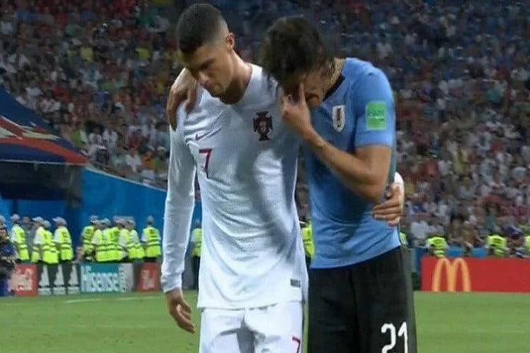 كأس العالم: رونالدو يظهر بلقطة روح رياضية بعد إصابة كافاني.. فيديو