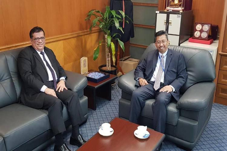 باحميد يبحث مع مسؤول ماليزي مستجدات اليمن وقضايا المقيمين