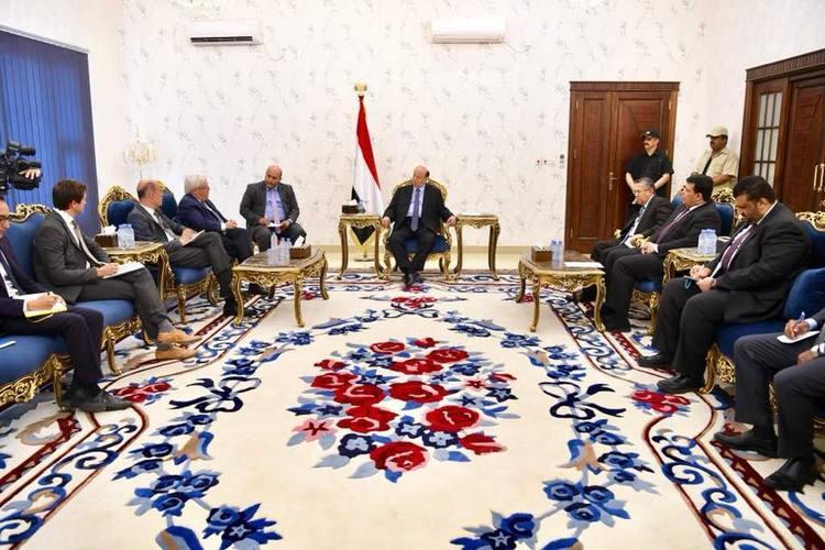 هادي يلتقي المبعوث الأممي في عدن ويشكل لجنة لدراسة مقترحاته