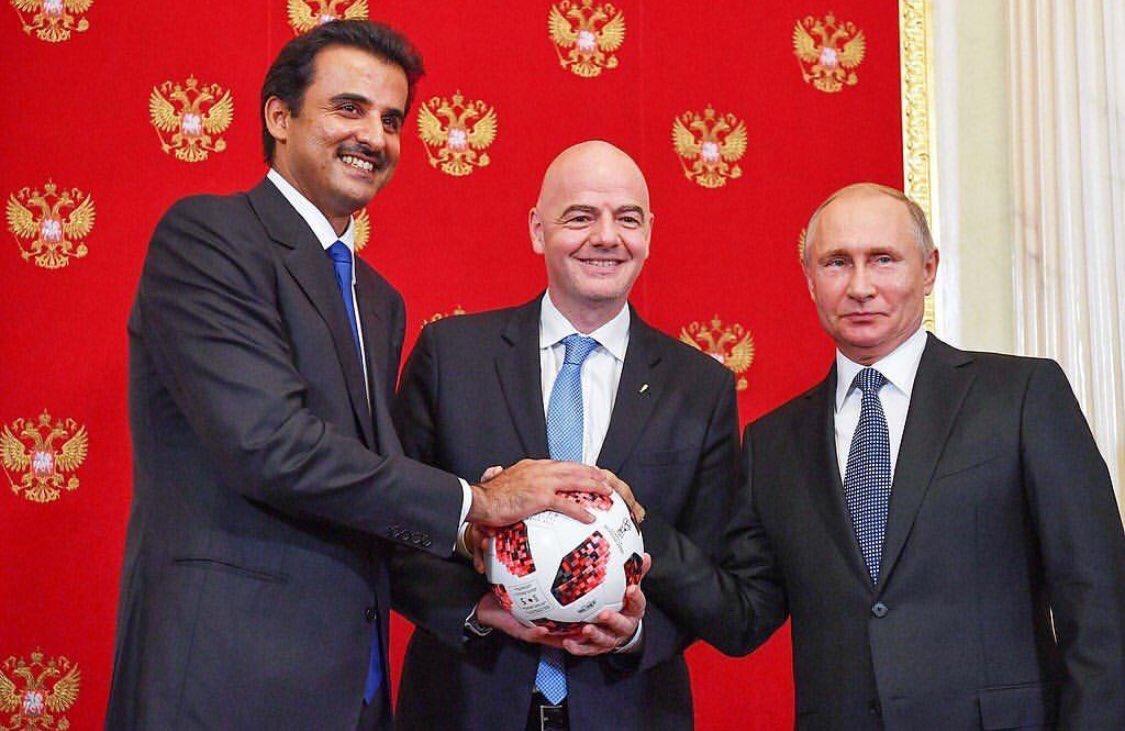 أمير قطر يتسلم راية تنظيم بطولة كأس العالم مونديال 2022.. فيديو