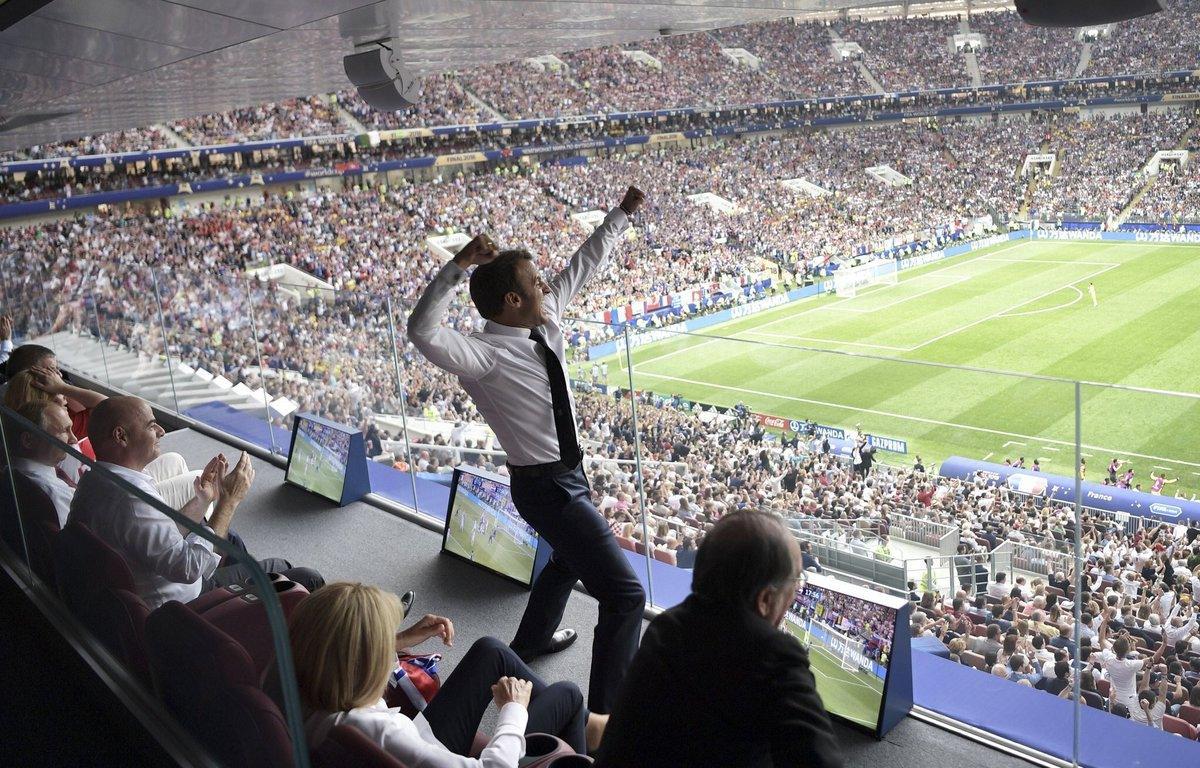 شاهد صور وفيديو.. فرحة ماكرون الجنونية بفوز فرنسا بكأس العالم