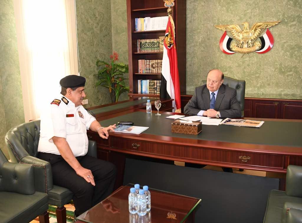 هادي يلتقي قائد القوات البحرية ويؤكد على رفع اليقضة والجاهزية