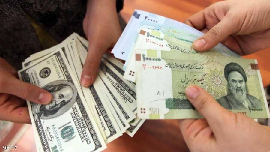 انهيار هو الأكبر في تاريخ العملة الإيرانية: دولار واحد يساوي 112 ألفاً