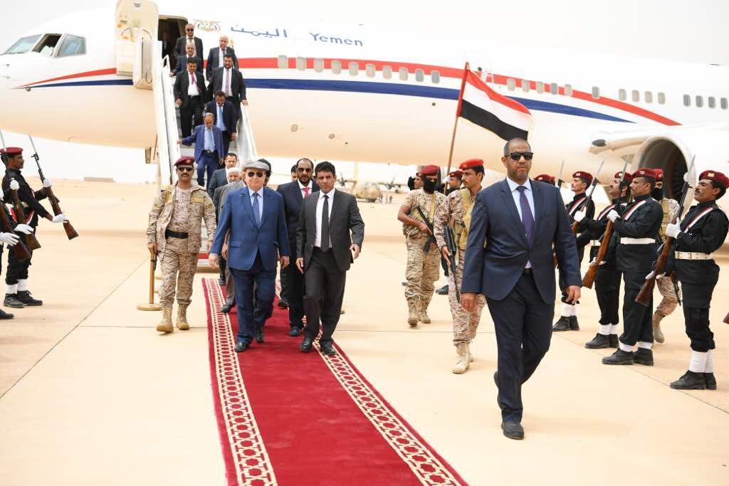 الرئيس هادي في المهرة يضع حجر الأساس لمشاريع بتمويل سعودي.. تغطية وصور