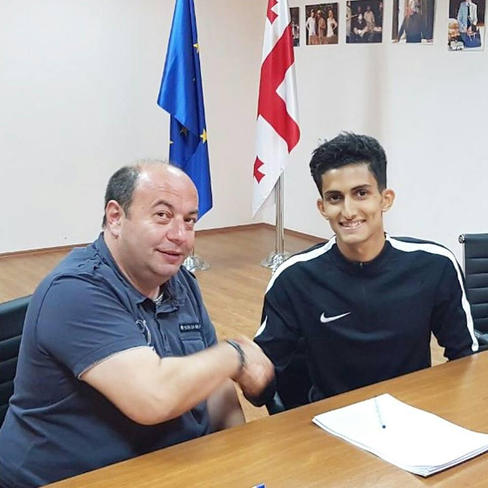 اللاعب اليمني ياسر الصوفي يوقع عقد احتراف في الدوري الجورجي