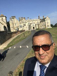 نصر طه مصطفى يشارك في اجتماع يمني تشاوري في لندن