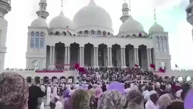 مئات المسلمين في الصين يمنعون السلطات من هدم مسجد.. فيديو