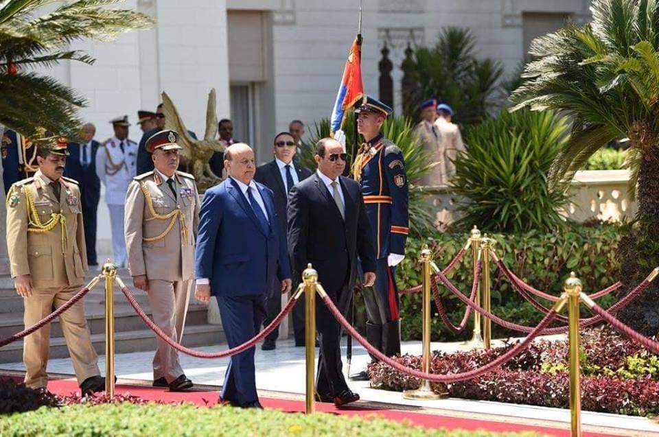 الرئيس هادي يغادر مصر.. والعليمي: وعود بتسهيلات للمقيمين اليمنيين
