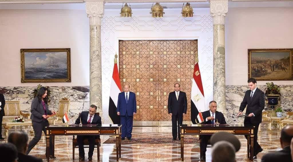 البنك المركزي اليمني يوقع مذكرة تفاهم مع نظيره المصري بحضور هادي والسيسي