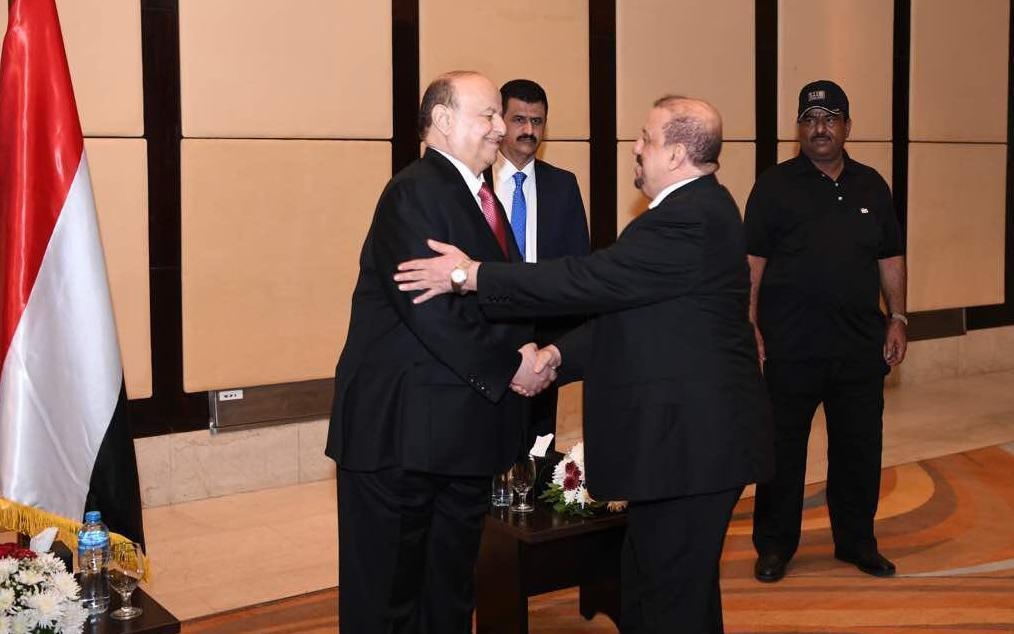 الرئيس هادي مع سلطان البركاني في لقاء قيادات المؤتمر بالقاهرة