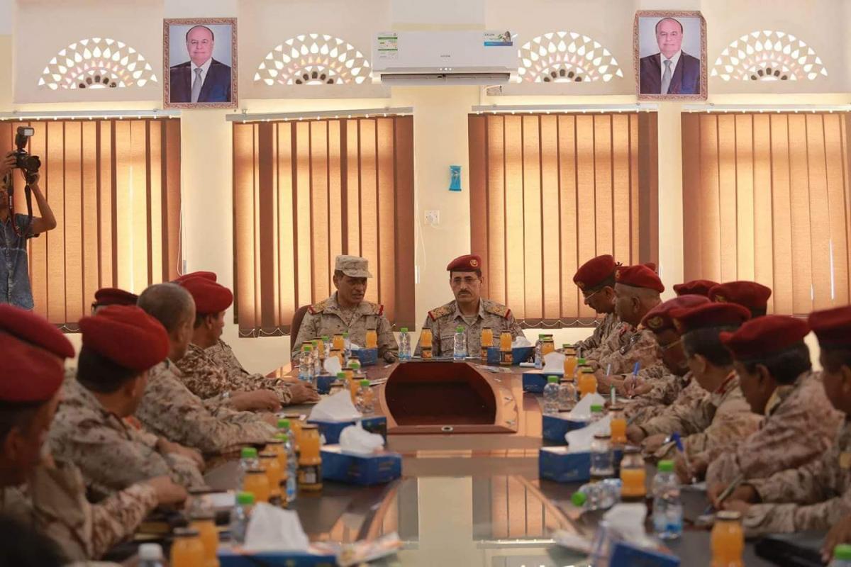 رئيس الأركان العقيلي يعقد أول اجتماع مع قادة المنطقة الثانية في حضرموت