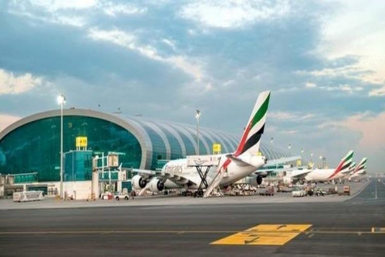 الإمارات تعلق على أنباء استهداف مطار دبي بطائرة مسيرة للحوثيين