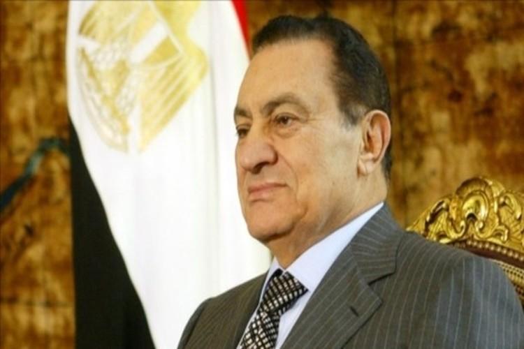 شاهد.. صورة حديثة للرئيس المصري الأسبق حسني مبارك تصدم رواد وسائل التواصل