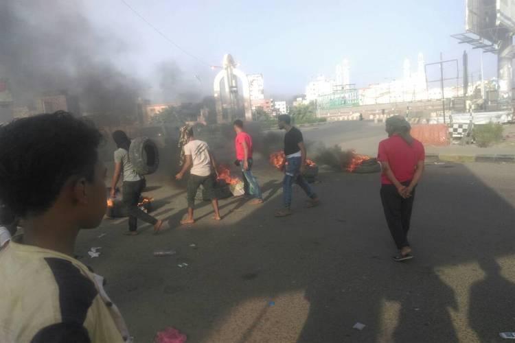 احتجاجات في عدن ضد ارتفاع الأسعار وتدهور العملة المحلية